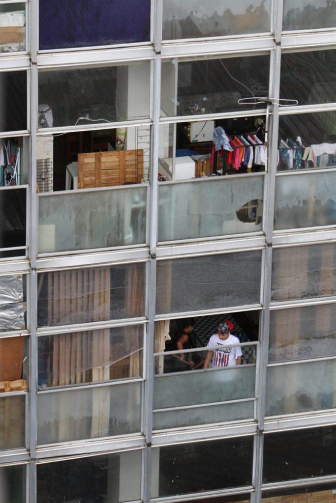 MANAUS - AM 06/07/2016 - CIDADES - PRÉDIOS PÚBLICOS SÃO INVADIDOS POR SEM TETOS. NA FOTO: PREDIO DA RECEITA FEDERAL. FOTO: EUZIVALDO QUEIROZ/ACRÍTICA